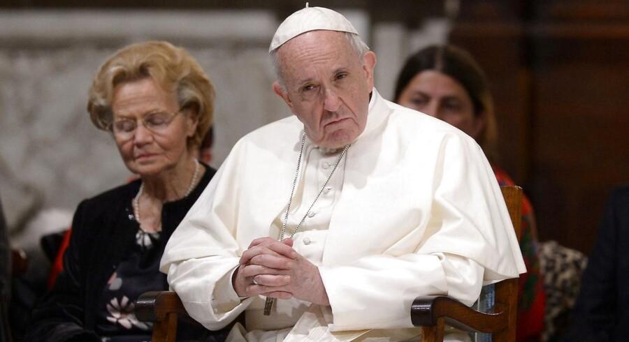 Efter undskyldning vil paven mødes med irsk ofre for seksuelle overgreb i Irland.
