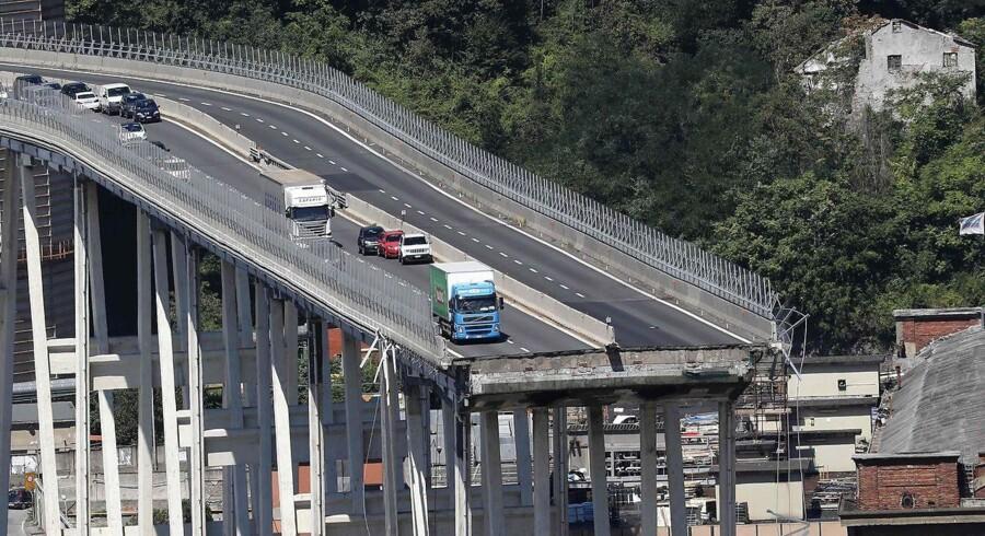 Den italienske regeringen vil i september lancere en plan, der skal gøre infrastrukturen i landet mere sikker. Det sker efter en motorvejsbro i Genova kollapsede tirsdag og kostede 43 mennesker livet.