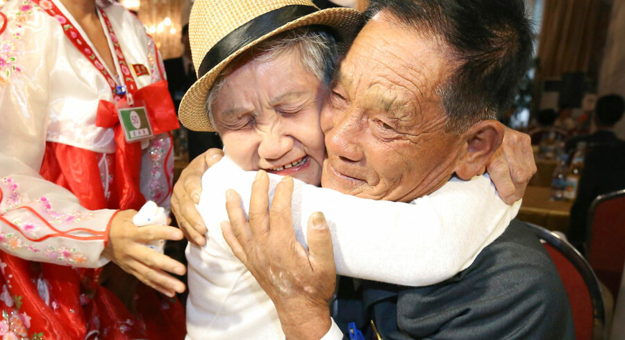 BMINTERN - TOPSHOT - South Korean Lee Keum-seom (L), 92, meets with her North Korean son Ri Sung Chol (R), 71, during a separated family reunion meeting at the Mount Kumgang resort on the North's southeastern coast on August 20, 2018. - Dozens of elderly and frail South Koreans met their Northern relatives on August 20 for the first time since the peninsula and their families were divided by war nearly seven decades ago. (Photo by KOREA POOL / KOREA POOL / AFP) / South Korea OUT / REPUBLIC OF KOREA OUT
