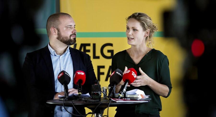 Pernille Skipper og Nikolaj Villumsen, spidskandidat til EU-Parlamentet under Enhedslistens pressemøde efter sommergruppemødet på Hvidovre Hospital, mandag den 20. august 2018.. (Foto: Liselotte Sabroe/Ritzau Scanpix)