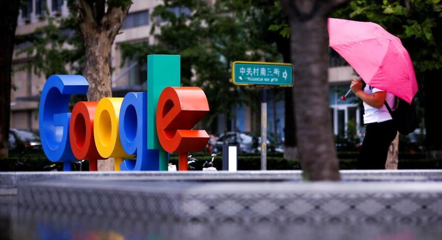 Amerikanske medier beretter med henvisning til lækkede interne dokumenter, at Googles programmører arbejder på en censureret søgemaskine, der skal bremse almindelige kinesere i jagten på fri information på internettet. Dermed betræder internetgiganten en særdeles problematisk sti.