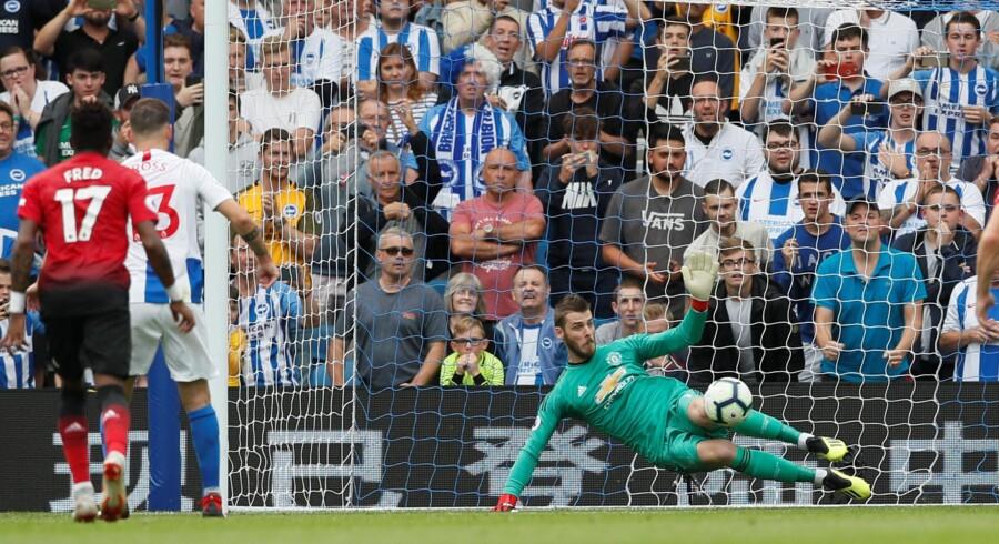 Pascal Groß var heldig med, at bolden gik forbi Manchester United-målmand David De Gea på straffesparket til Brighton-føring 3-1. David Klein/Reuters