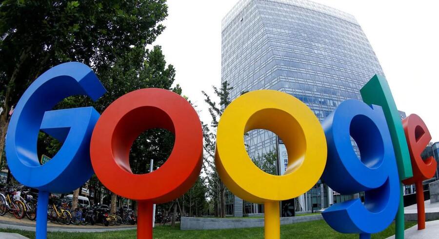 Google har stadig tre kontorer i Kina, som er verdens største internetmarked, selv om Google i 2010 lukkede sin søgemaskine i protest mod den kinesiske censur. Arkivfoto: Thomas Peter, Reuters/Scanpix