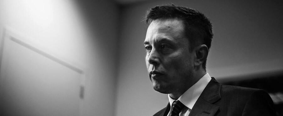 Stifter og direktør for Tesla Motors Elon Musk snakker til den fremmødte presse, i forbindelse med åbningen af en ny Tesla fabrik i Tilburg i Holland d. 25 september 2015.
