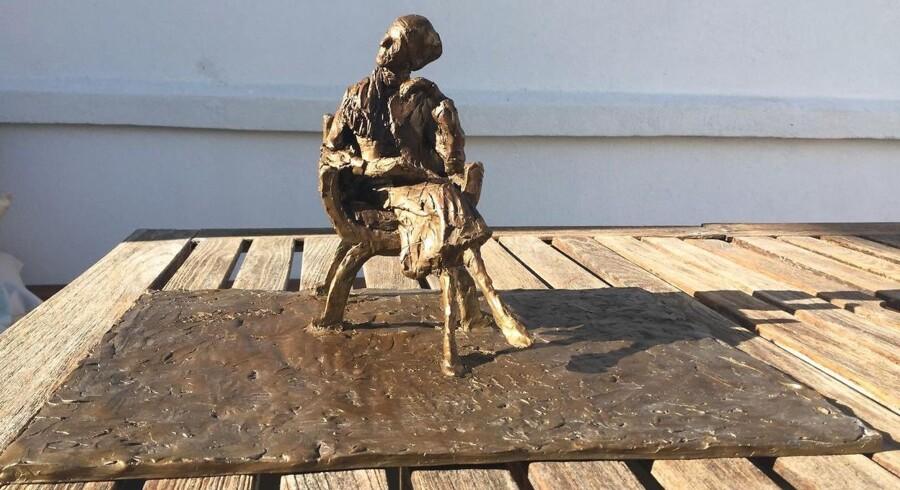 Senere på året bliver denne cirka 25 centimeter høje bronzeskulptur af Karen Blixen præsenteret på Karen Blixen Museet. Måske bliver skulpturen senere lavet i fuld figur og placeret et sted i København.