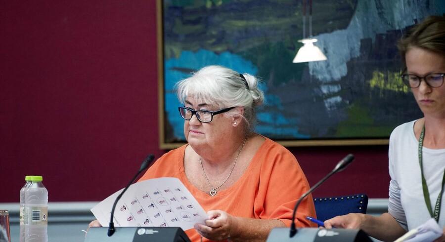 DF truede ældreminister Thyra Frank (LA) med en fyringsseddel før sommerferien, da hun ikke leverede resultater. Nu trækker partiet i land.