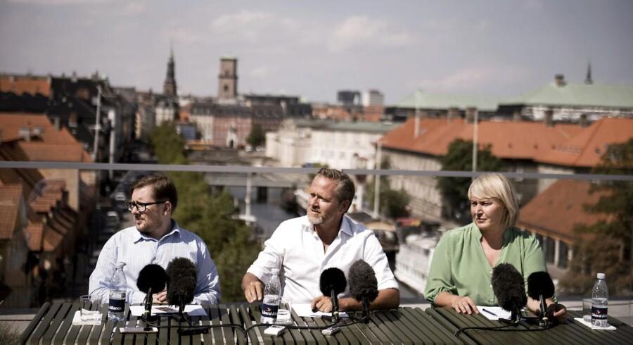 »Lad nu være med at spille hasard med et borgerligt-liberalt samarbejde,« lød opfordringen fra LA-leder Anders Samuelsen til Dansk Folkeparti på torsdagens pressemøde.