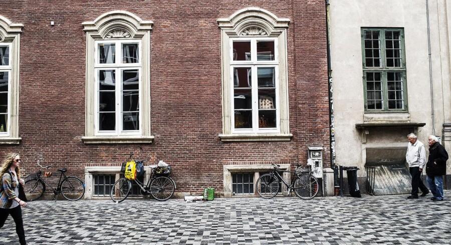 Såfremt politikerne beslutter, at Løvstræde og Valkendorfsgade bliver omlagt til gågader, skal det være med samme belægning som på Købmagergade, her foran det tidligere posthus.