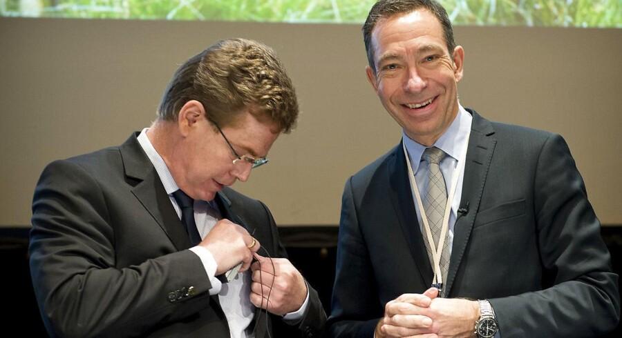 Pandoras bestyrelsesformand Peder Tuborgh (tv.) og den nu fyrede topchef Anders Colding Friis dengang alt var fryd og gammen på generalforsamlingen 18. marts 2015