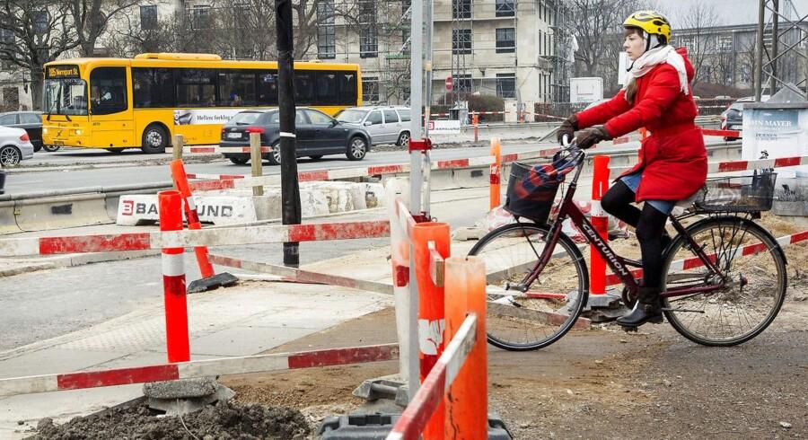 Vejarbejde i København. Her ved krydset mellem Tagensvej og Nørre Allé. 60 procent af Københavns Kommunes veje trænger til en kærlig hånd.