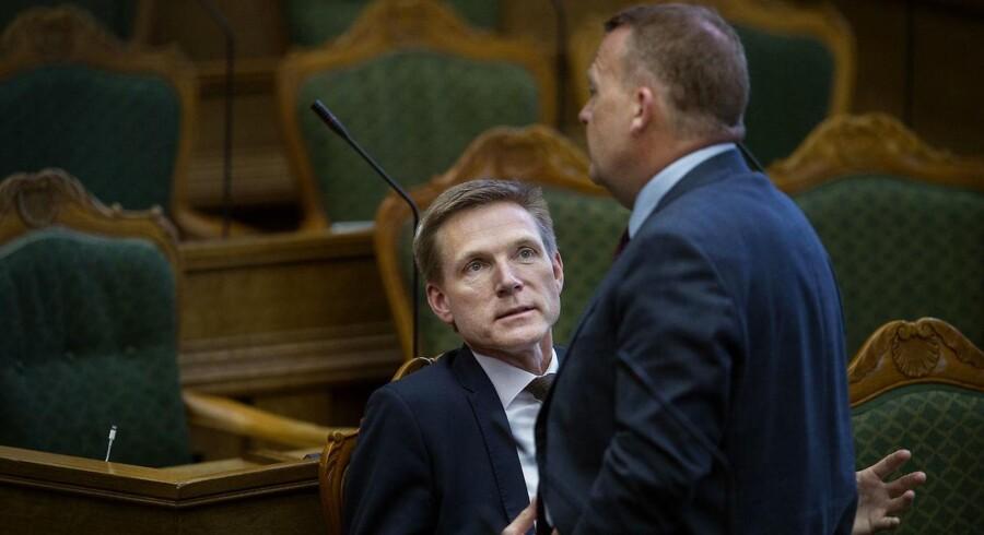 EU-politikken ser ud til at blive et af de største stridspunkter mellem Dansk Folkeparti og Venstre frem mod næste valg. Her ses DF-formand Kristian Thulesen Dahl og statsminister Lars Løkke Rasmussen (V) i folketingssalen.