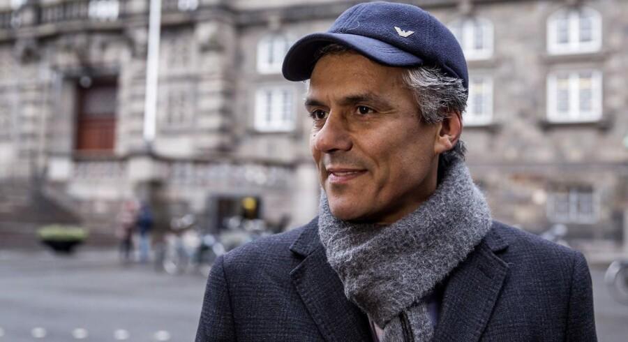 Den fransk-algeriske forretningsmand og aktivist Rachid Nekkaz kommer til Danmark om godt en måned for at betale burkabøder. Han hævder selv, at han har betalt over tusinde bøder i andre europæiske lande.