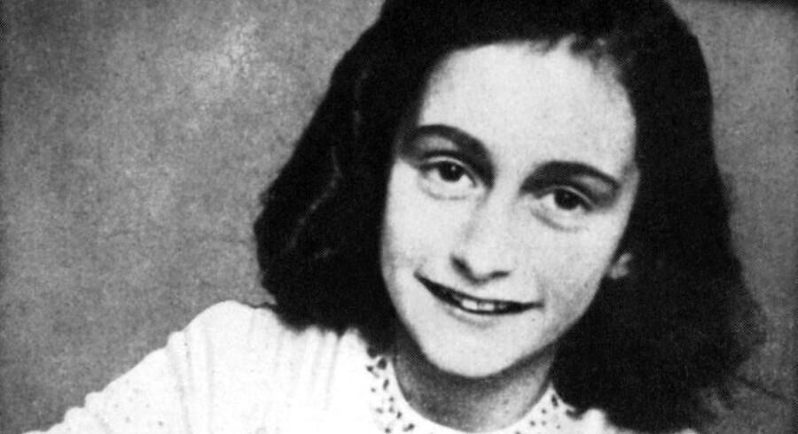 Anne Frank døde som 15-årig i 1945 af tyfus i koncentrationslejren Bergen-Belsen blot kort tid før allierede befriede lejren.