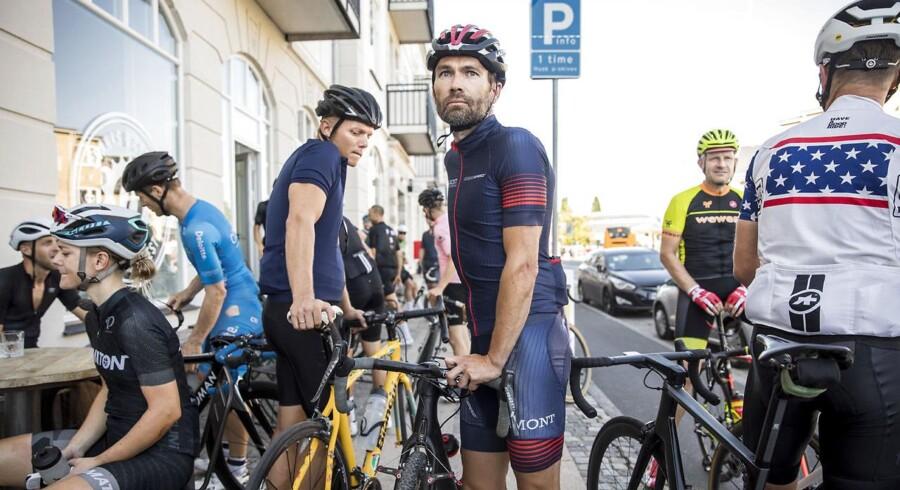 Kim Haggren er 42 år og underdirektør i Dansk Industri. Han har dyrket landevejscykling i syv år og træner til daglig i klubben Lamont Cycling Team. Hans største bekymring ved stridighederne mellem cyklister og bilister på landevejene er de farlige situationer, rytterne kan ende i.
