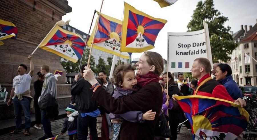 Det er uholdbart, at udenrigsministeren nægter at oversætte dent såkaldte verbalnote om Danmarks holdning til Tibet.