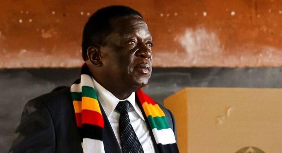 75-årige Emmerson Mnangagwa kan fortsat kalde sig præsident for Zimbabwe. Det sker ovenpå en dags demonstrationer i hovedstaden Harare.
