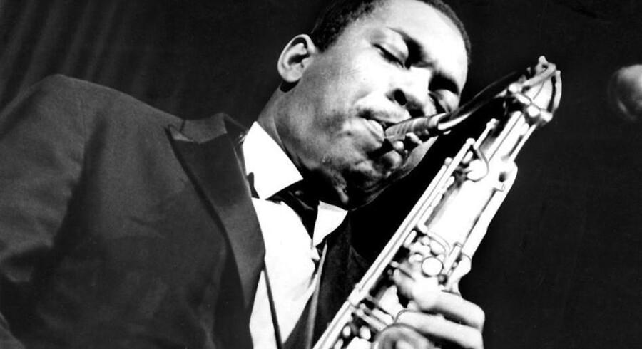Saxofonisten John Coltrane på scenen i Fakoner Centret i København i 1961.