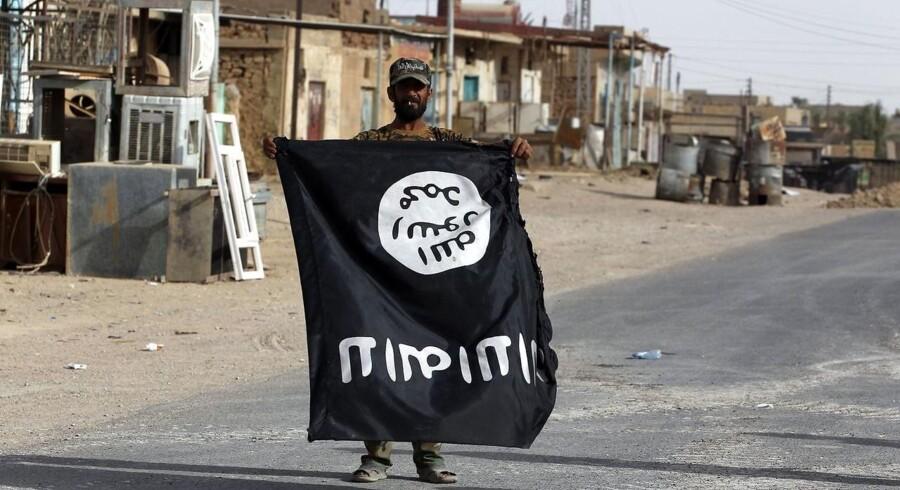Da Islamisk Stat meldtes besejrede i Al Qaim i Irak, blev der taget billeder af triumferende irakiske soldater, som holdt IS-flag på hovedet. Men terrorgruppen er i de seneste måneder vendt tilbage i landet og udfører kidnapninger og angreb, som bekymrer eksperter.