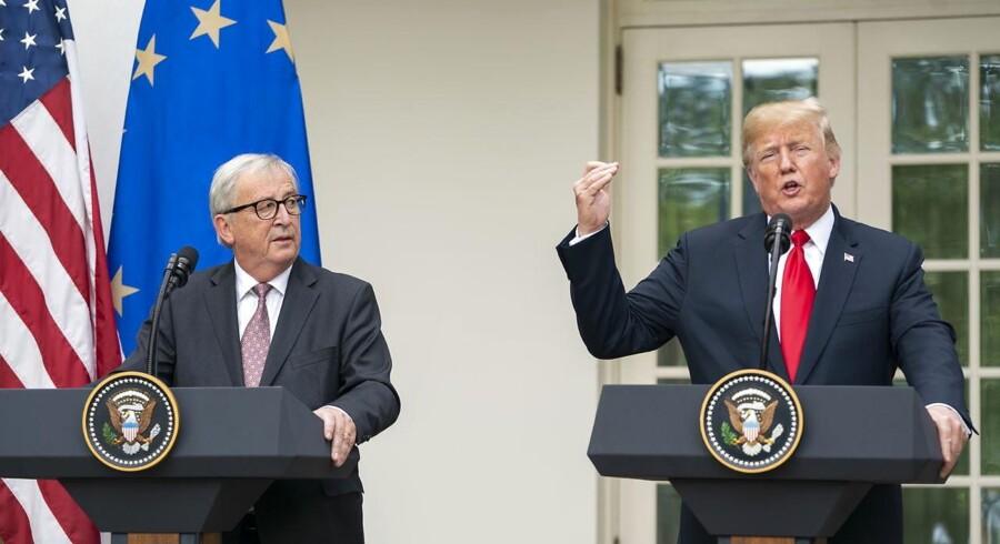 epa06910580 EU kommissionens formand, Jens-Claude Juncker og USAs præsident, Donald Trump, bebuder en ny handelsaftale foran Det Hvide Hus. EPA/JIM LO SCALZO