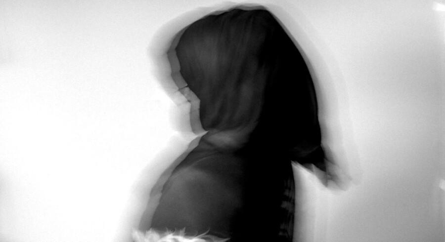 Berlingske sætter fokus på nogle af de problemer, et ukendt antal kvinder med anden etnisk baggrund end dansk lever med i Danmark. Her ses et sløret portræt af Aisha, der optræder anonymt af sikkerhedshensyn.