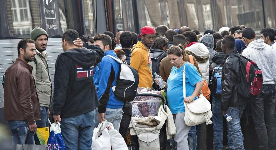 ARKIVFOTO: Flygtninge ankommer til Padborg Station. En opgørelse fra Rigspolitiet viser, at ingen ved, hvor flere tusinde afviste asylansøgere er blevet af.