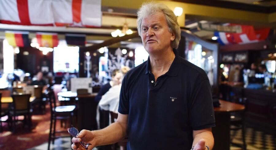 Tim Martin, som er chef for pubkæden Wetherspoon, mener, at alle EU-produkter kan erstattes af britiske, som ofte er billigere og af bedre kvalitet. Her ses han i en af kædens 880 pubs.