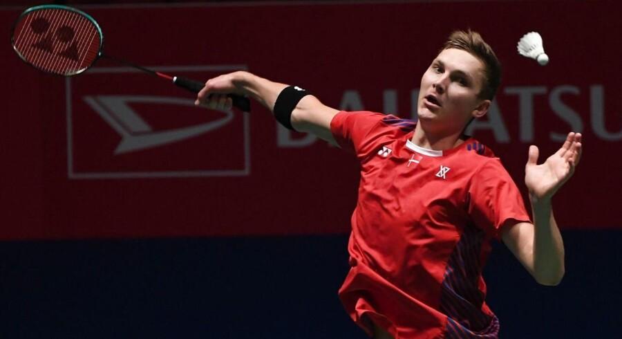 Viktor Axelsen under kvartfinalen i Japan Open mod Anthony Sinisuka Ginting fra Indonesien.