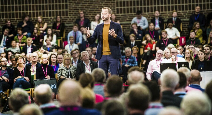 »Radikale Venstres rolle som modererende midterparti er ikke længere nok. Partiet skal finde tilbage til dets rødder,« mener dagens kronikører i anledning af partiets landsmøde i denne weekend. Billede fra de Radikales landsmøde i 2017.
