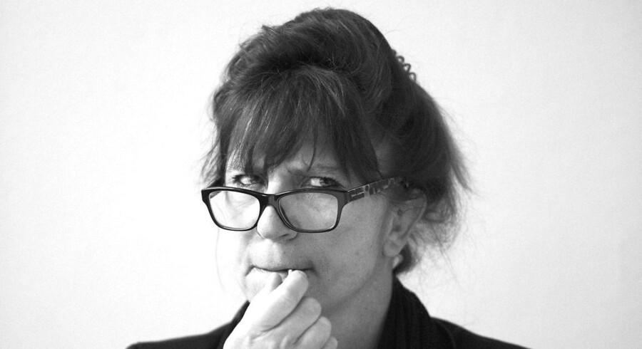 »Det er trist med dette sproglige armod, som til overflod ofte er så vanstavet, at Ordblindeinstituttet jævnligt synker sammen i gråd,« skriver Susanne Staun.