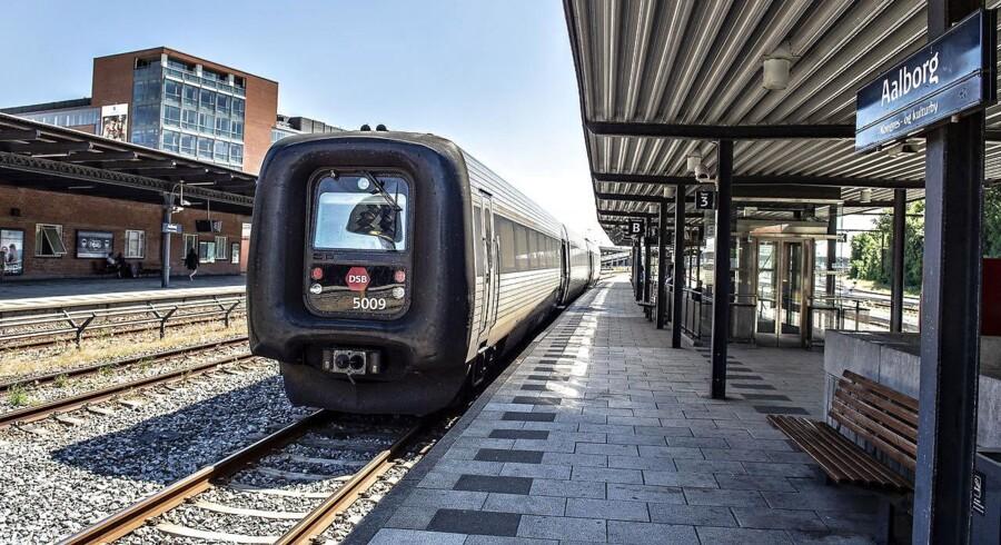 Jernbanen taber lige nu til privatbilisme og fjernbusser. Det skal der laves om, og el-tog vil i fremtiden fragte passagere fra A til B.
