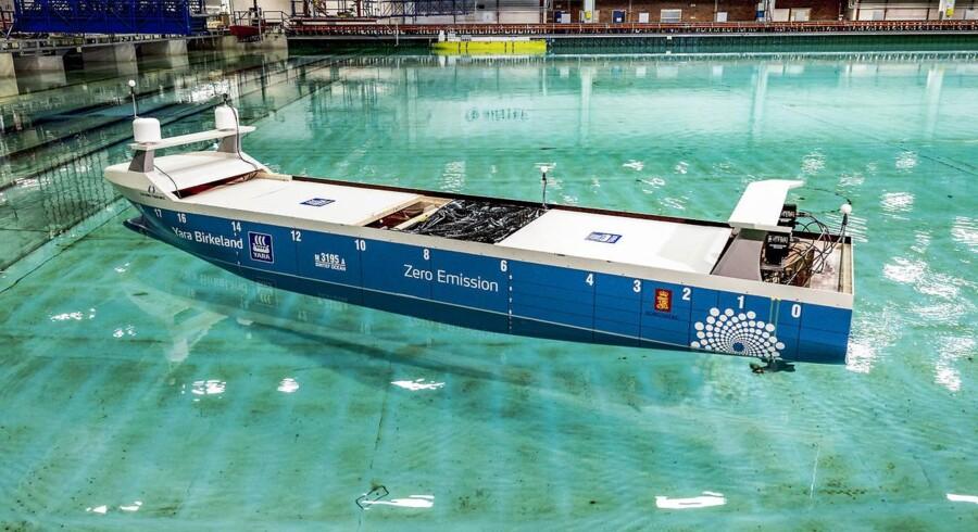 Verdens første selvsejlende, elektriske containerskib bliver testet. Modellen er seks meter lang og vejer 2,4 ton. Danmark sakker bagud i udviklingen af selvsejlende skibe, men har alle forudsætninger for at være førende.
