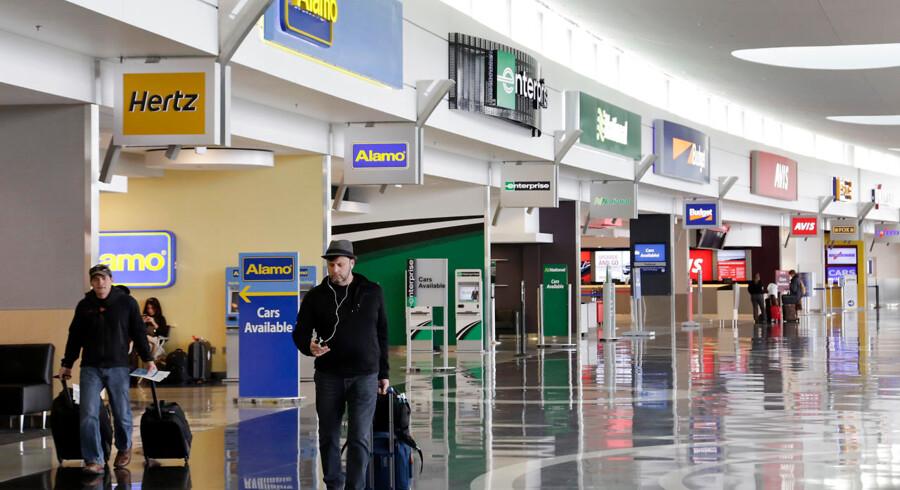 Seattle-Tacoma lufthavnen - i daglig tale SeaTac - i staten Washington, USA. Det var her i lufthavnen, Ron Rockwell Hansen blev anholdt.
