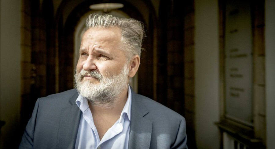 Torben Jensen, idémand, medejer og direktør i Hellerup Finans, var selv mødt op i Sø- & Handelsretten fredag eftermiddag, da Hellerup Finans Holding endte med at blive erklæret konkurs. Mange private investorer kan have tabt op mod 235 mio. kr. på investeringer i Hellerup Finans-regi, hvor mange selskaber nu er erklæret konkurs.