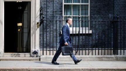 Dominic Raab er Storbritanniens nye cheforhandler i forhandlingerne med EU om Brexit. Raab afløser den hidtidige minister for området David Davis.