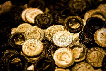 (ARKIV) Penge, 20-kroner, tyver, finans, mønter, mønt, økonomi, privatøkonomi den 8. november 2016. At ens børn havner i en luksusfælde med stor gæld, er lidt af et mareridt for de fleste forældre. Derfor skal økonomi være en del af opdragelsen. Det skriver Ritzau, onsdag den 9. maj 2018.. (Foto: Ólafur Steinar Gestsson/Ritzau Scanpix)