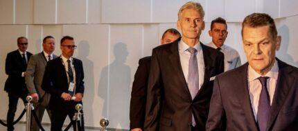 Danske Bank - hvidvask sagen - pressemøde i Tivoli Kongres center. Afgående direktør Thomas Borgen ankommer sammen med bestyrelses formand Ole Andersen.