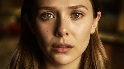 Elizabeth Olsen spiller Leigh, så man mærker forvirringen og sorgen, og det er langt hen ad vejen hende, der bærer serien. Ikke med alle følelserne blæst ud og op, men via en lille ændring i kropsholdningen, små trækninger i ansigtet og tårer, der stiger og falder i øjenranden.