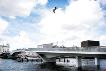 Inderhavnsbroen mellem Nyhavn og Christianshavn.