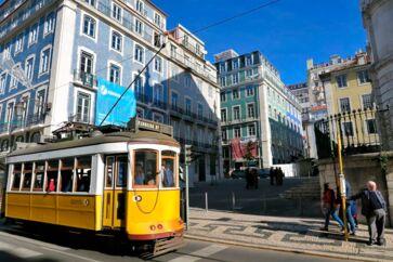 Lissabon opleves bedst til fods, og den kompakte bymidte omkring metrostationen Baixa-Chiado gør det let at gå på opdagelse i området med dets smukke bygninger, historiske butikker og shoppinggader.