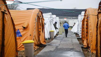 (Arkiv) Flygtninge flytter ind i baghaven Gribskov vil som den første kommune indkvartere flygtninge i såkaldte venligboliger.De skal opføres i private haver og fremme integrationen. Andre følger efter. (Foto: Sara Gangsted/Scanpix 2016)
