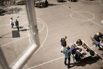 Københavns Kommune har ikke faste retningslinjer for, hvordan episoder med vold mellem børn registreres, og derfor har man ikke overblik over omfanget af vold på kommunens skoler. Det viser en aktindsigt, som Berlingske har fået hos Børne- og Ungdomsforvaltningen i kommunen.