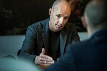 Henrik Clausen, topchef i B&O, kæmper pludselig med at få strategien til virke.