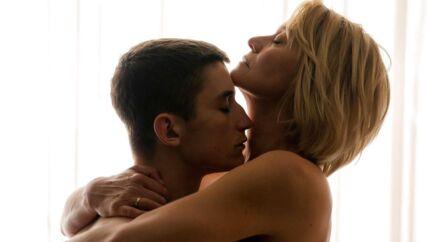 Det skal være trygt og rart at indspille sexscner. Her er én af slagsen - fra den kommende film »Dronningen« med bl.a. Trine Dyrholm. Foto: PR