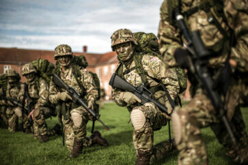 Arkivfoto. Rekrutter hos Den Kongelige Livgarde på øvelse.
