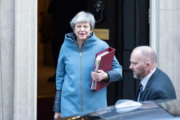 Storbritanniens premierminister Theresa May forlader onsdag Downing Street 10 i London.