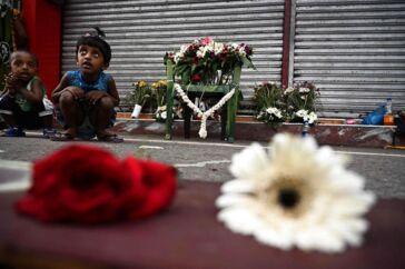 »Forleden talte jeg med en ven, som var i tvivl om, hvilke svar hun skulle give sine teenagere, når de spurgte: Hvorfor slår de børn ihjel? Der er jo ikke noget fornuftigt eller meningsfuldt svar på det spørgsmå,« skriver Naser Khader om terrorangrebene på Sri Lanka.