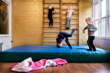 ARKIVFOTO. Bliver dit barn passet af pædagoger - eller blot af voksne? Se listen.