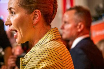 Mette Frederiksen har trukket sit parti, Socialdemokratiet, ind på midten i dansk politik. Løfter om bedre velfærd og en stram udlændingepolitik har været kardinalpunkter i hendes plan for at vinde magten i Danmark.
