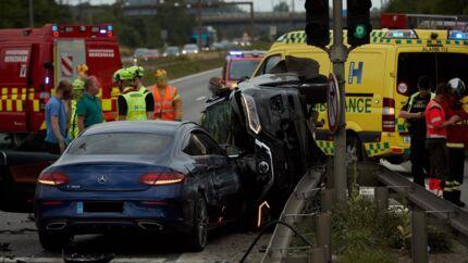 Nicki Billes blå Mercedes kørte onsdag aften ind i en anden bil.
