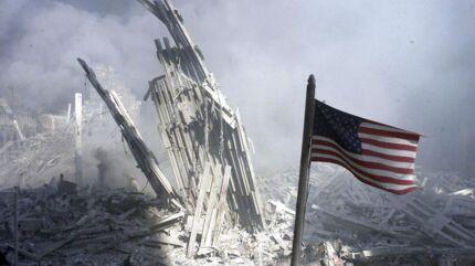 Arkiv: Et amerikansk flag vejer nær Ground Zero, hvor World Trade Center tidligere stod.